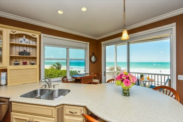 Kitchen and Dining with View