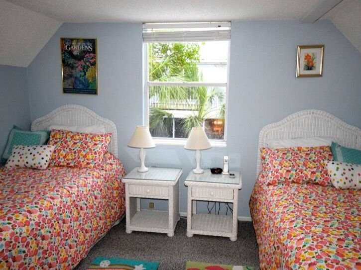 3rd (kids) bedroom with two twins