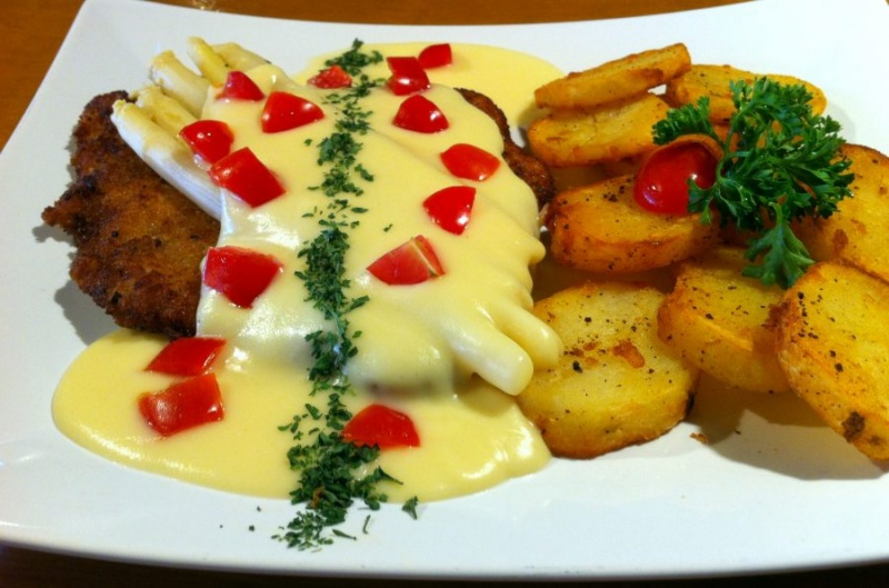 old-hamburg-schnitzelhaus-plate